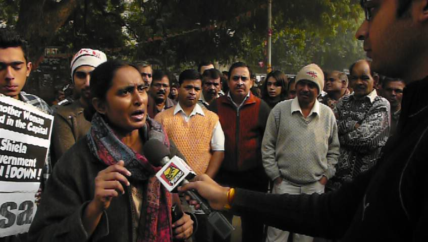 Kavita Krishnan, AIPWA speaking at Jantar Mantar
