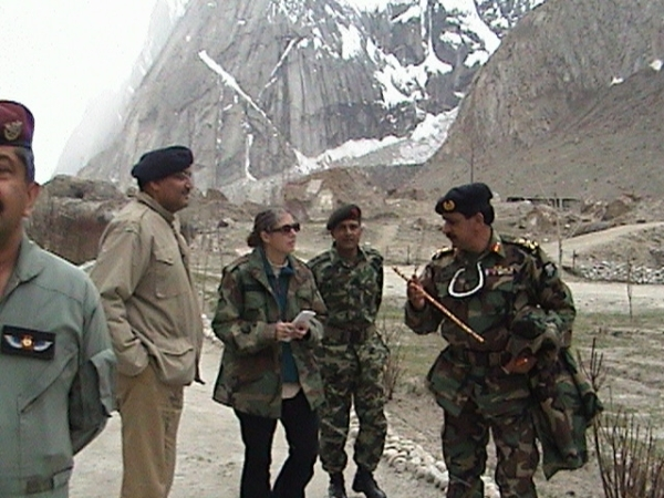 Myra MacDonald with Pakistani Army officers in the Gyari sector in 2004