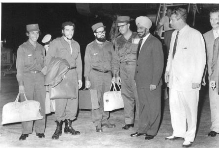 Che Guevara and his colleagues on the arrival at the Palam Airport on June 30, 1959. In turban is Mr. D.S. Khosla, Dy. Chief of Protocol, MEA who received the group at the Airport. On extreme left (next to Che) is his bodyguard who was personally trained by Che himself. Photo courtesy Photo Division, Government of India