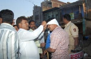 हिंदू भीड़ का नेतृत्व तथा पुलिस का मनोबल बढ़ाते NCP के कार्यकर्त्ता