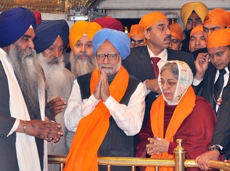 Dr Manmohan Singh with wife Gursharan Kaur at the Golden Temple in Amritsar on 1 January 2012