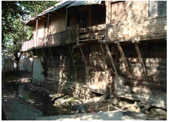 The Lambardar's 'kuthaar': one of three structures commandeered by Army, as an 'interrogation centre'. Possibly the 'double storeyed building' where the Doctor was seen along with the commanding officer by Army witnesses. Dunking in the frozen nallah was part of the standard torture procedure