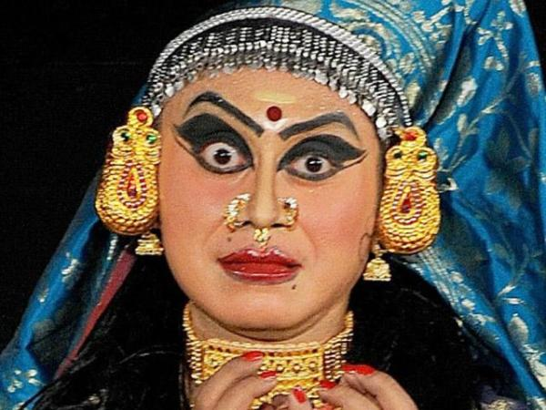 kathakali-performance-in-stree-vesham-in-mumbai