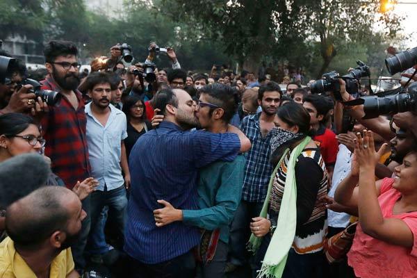 Kiss of love Delhi, image courtesy, DNA