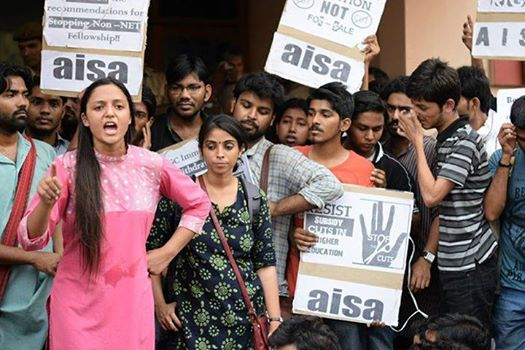 JNUSU vice president Shehla Rashid addressing protestors at UGC