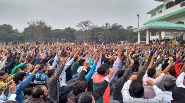 Workers from Gurgaon-Manesar-Tapukara gather at the Tau Devi Lal Stadium, Gurgaon on the morning of 19th February on their way to Honda HQ, Gurgaon