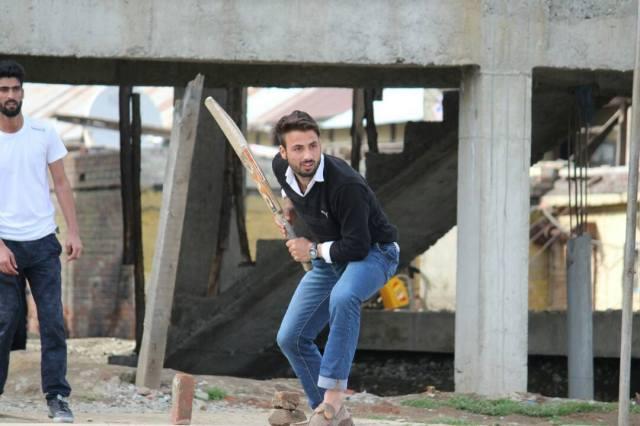 Nayeem, playing Cricket