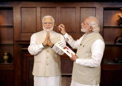 Modi and his double, image courtesy, IndiaTV news